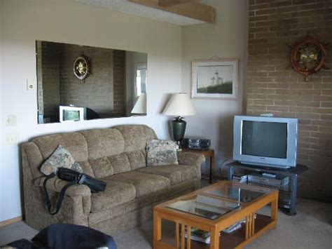 tv and couch sofa and tv picture of grey gull ocean shores tripadvisor
