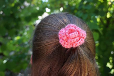 free patterns and instruction on making flower hair clips 20 one hour crochet projects you ll want to try immediately