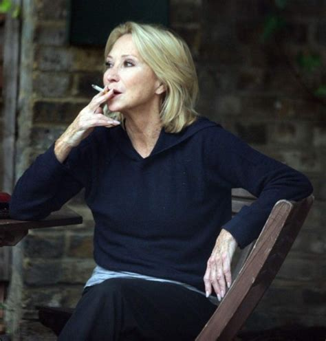 uk female celebrities smoking who are the secret and not so secret celebrity smokers