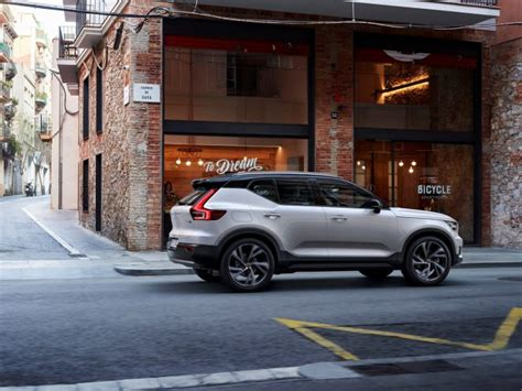 volvo cars launches stress  international student program  intelligent driver