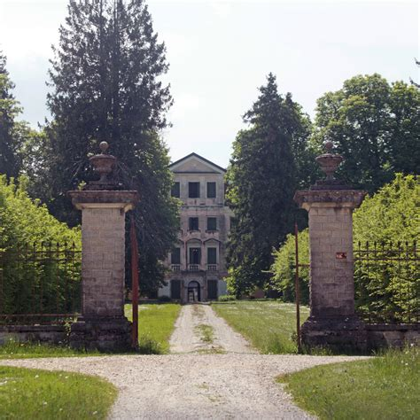 ingresso ville villa piloni