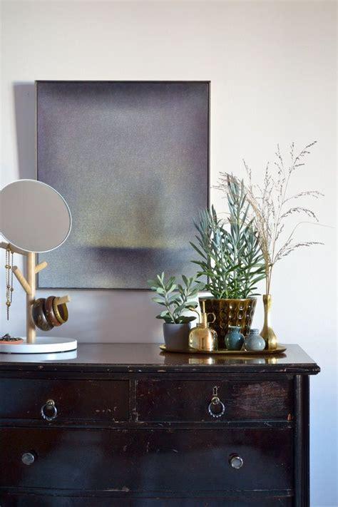 graues schlafzimmerdekor die besten 17 ideen zu kommoden spiegel auf