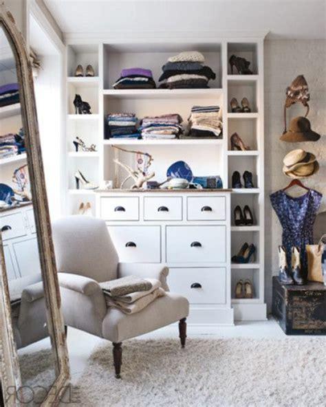 kleiner kleiderschrank mit spiegel begehbarer kleiderschrank planen 50 ankleidezimmer