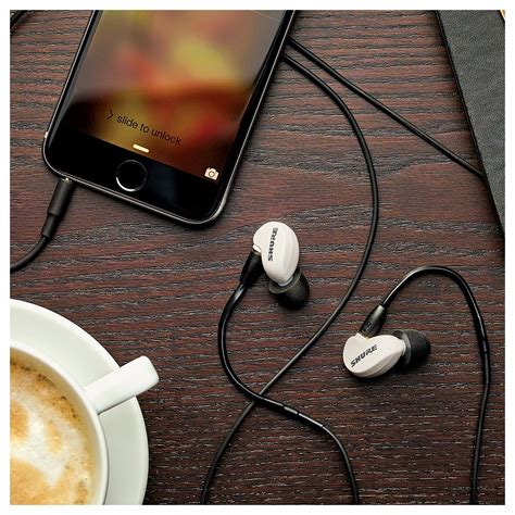 Shure Earphone Se 215 Special Edition Sound Isolating Earphone Blue shure se215m spe special edition sound isolating earphones white at gear4music