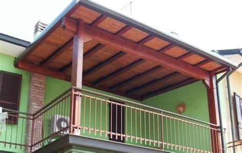 come costruire una tettoia economica come fare una copertura in legno trendy come costruire