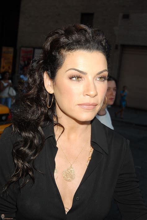 julianna margulies new hair cut julianna marguelis long wavy ponytail hair style cool
