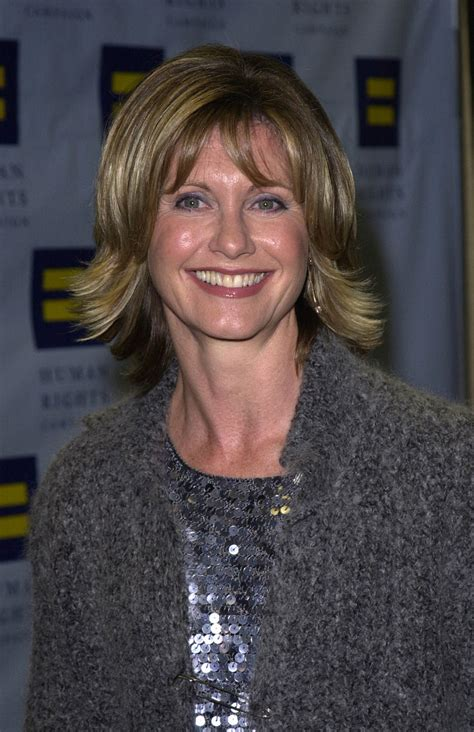 olivia newton johns physical haircut olivia newton john medium layered cut shoulder length