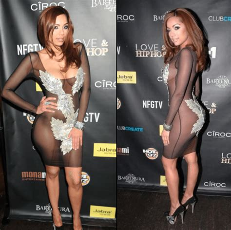 24 hot female celebs who never wear panties and bras