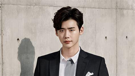 film film yg dibintangi lee jong suk lee jong suk askere gitmeyi erteleme kararı aldı