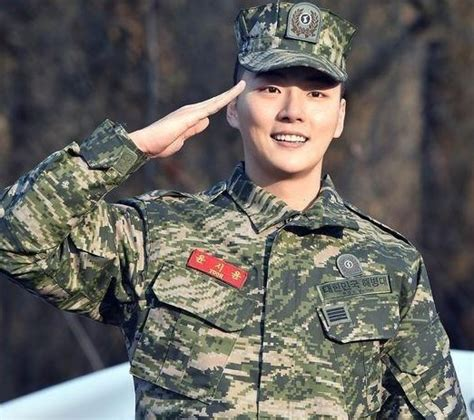 lee seung gi eunhyuk stars whose military service ends in 2016