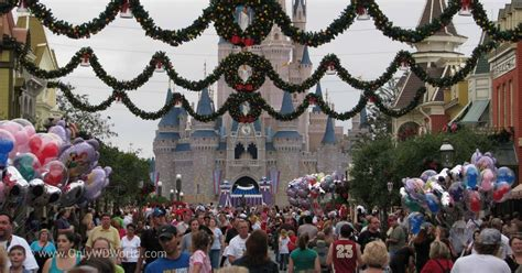 disney parks offers holiday season dining vouchers to save tips for your disney world holiday vacation disney world