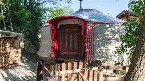 tenda mongola yurta alloggi insoliti ed ecosostenibili in italia lifegate