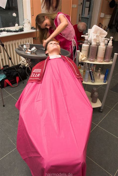 females in pvc getting haircuts lovely cape hairsalon pics pinterest capes