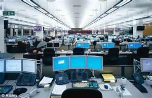 jpmorgan help desk jp buys lehman hq in canary wharf for 163 495m