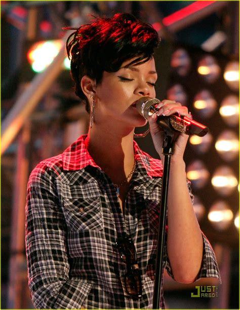 The Pathetic Story The Amas by Rihanna Runs Through Ama Rehearsals Photo 1556041 Amas