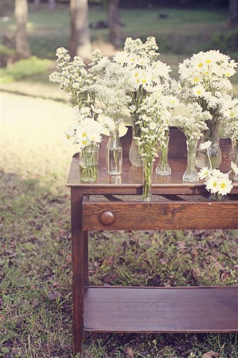 20  best ideas about Daisy Centerpieces on Pinterest
