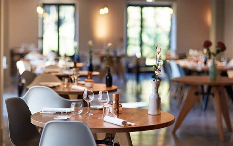 the table restaurant le ch des lunes gourmet restaurant in the of luberon