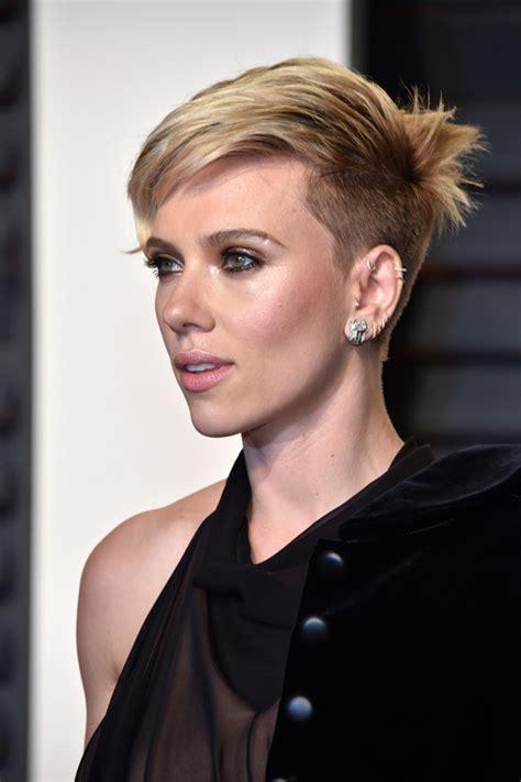 Oscars 2017: Scarlett Johansson Gives off an Odd Vibe at the Vanity Fair Party   Tom   Lorenzo