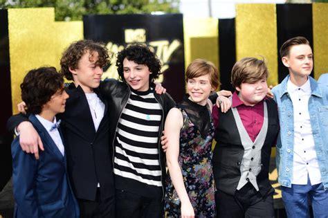 film it original cast hailee steinfeld 2017 mtv movie tv awards red carpet