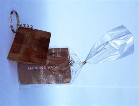 Souvenir Sisir Plastik souvenir pernikahan unik gantungan kunci sisir serit kayu