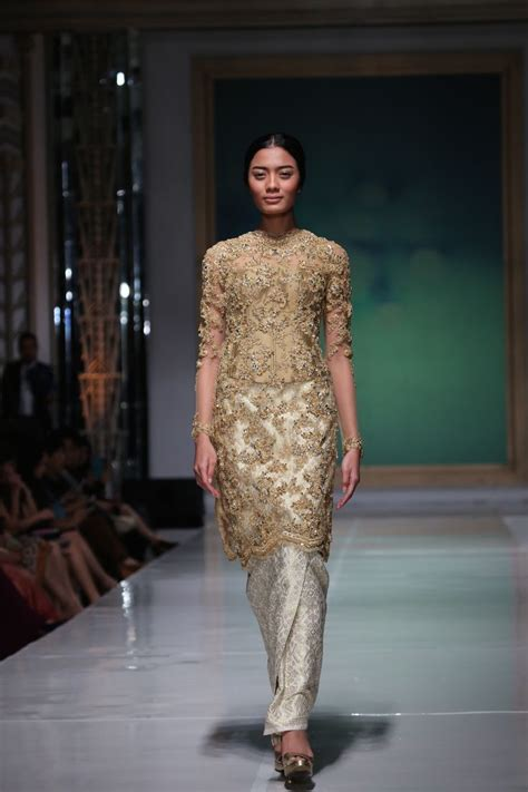 design batik kebaya 512 best images about indonesia kebaya on pinterest