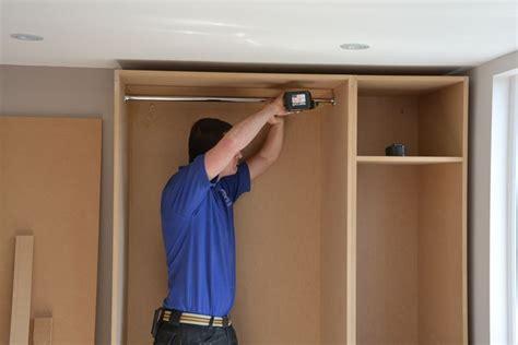 costruire armadio in legno come costruire un armadio a muro cura dei mobili come