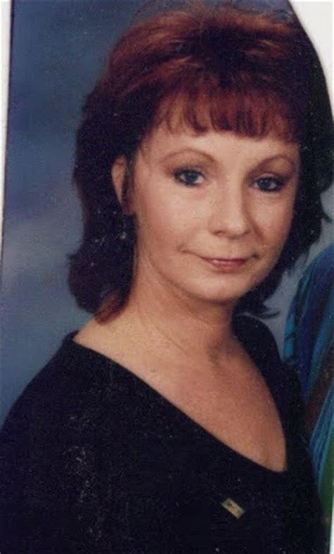 pics of reba mcintyre in pixie hair style of reba mcintyre in pixie hair style pics of reba mcintyre
