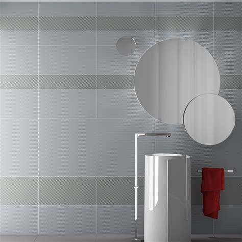 piastrelle bagno grigio piastrelle da rivestimento bagno 60x120 e 15x120 grigio