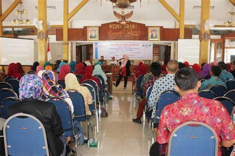 Buku Murah Peran Strategis Perguruan Tinggi Dalam Peningkatan Gj seminar pendidikan dan launching gerakan 100 guru ngawi