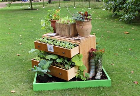 15 Remarkable Recycled Gardening Ideas Garden Lovers Club Recycled Gardening Ideas