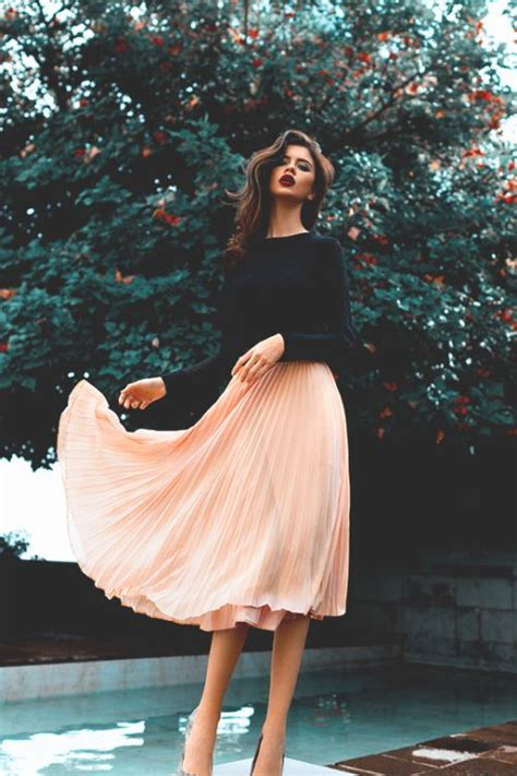 Dg Bring Sexyback For Fall by 22 Ways To Wear A Midi Skirt