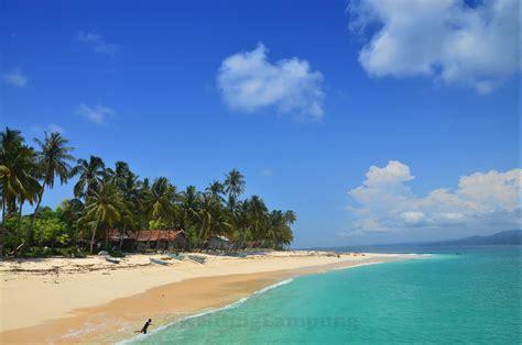 Pisang Lumba pulau pisang pantai alami dan lumba lumba di pesisir