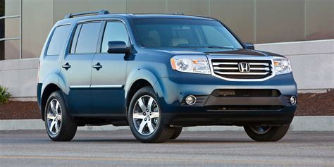 nissan highlander 2015 compare 2015 nissan pathfinder and 2015 toyota highlander