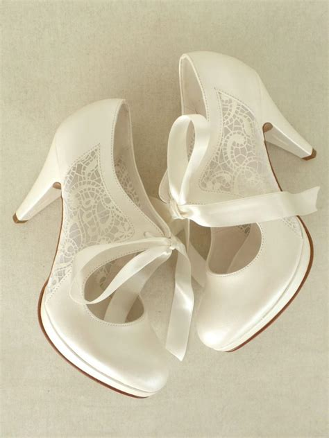Brautschuhe Ivory Mit Spitze by Wedding Shoes Bridal Shoes With Ivory Lace And Satin