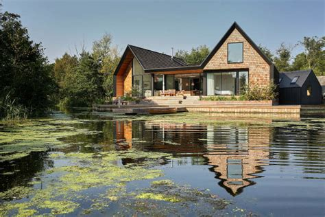 cozy lakeside house with peaceful modern decor digsdigs