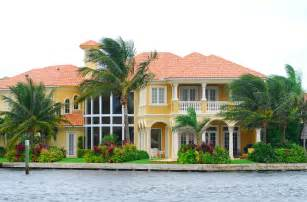 luxury homes in florida benefits of luxury new homes on florida waterways