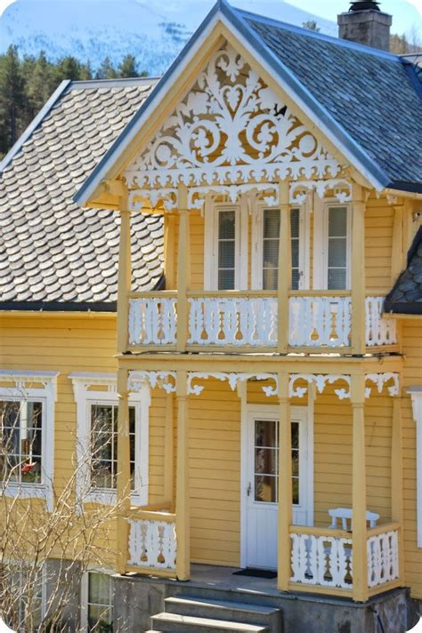 Cottages At Glenda Way by 25 Best Ideas About Yellow Cottage On