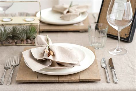 table setting thanksgiving table setting tips for hosts reader s digest