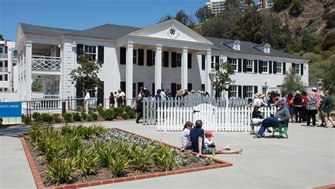 Annenburg Community House Annenberg Community Beach House