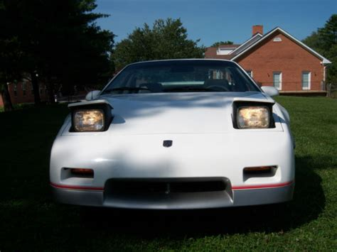 automotive service manuals 1984 pontiac fiero seat position control 1984 pontiac indy fiero sport coupe 2 door 2 5l indy 500 pace car replica classic pontiac