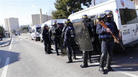Promo Lebaran Oneday Trip Reguler Pari Via Marina gro 223 einsatz der sicherheitskr 228 fte polizeiautos in marseille beschossen n tv de