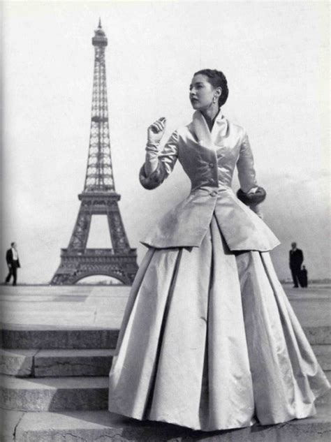 Haute Historian From To Laurent The New Look And The New New Look Second City Style Fashion by S Ring Of Petals Flower 183 A White Carousel