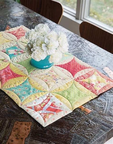 cathedral window runner 963 best images about quilt runners and toppers on