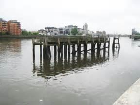 thames clipper plantation wharf river thames plantation wharf jetty 169 nigel cox cc by sa