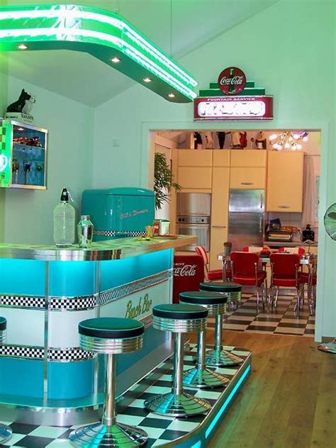 teneis fotos de los tipicos bares restaurantes americanos