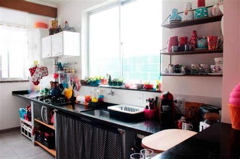 um armario a forma de um cozinha colorida decorada dicas e fotos