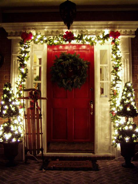 decorating  front porch  christmas