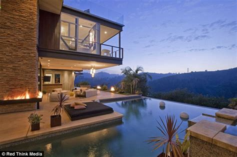 justin beibers house justin bieber s new house in the hollywood hills los angeles