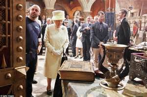 Gamis Elizabeth the visits the of thrones set in belfast but