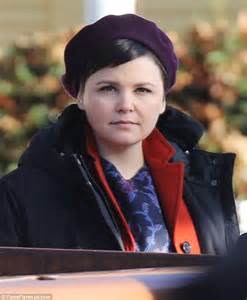 how to wear short hair with a fat face afro american ginnifer goodwin films once upon a time alongside co star